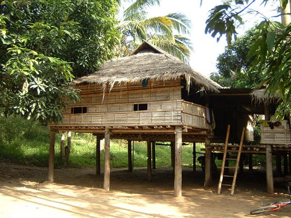 Villages lives homes in northern myanmar thailand for Thailand houses pictures